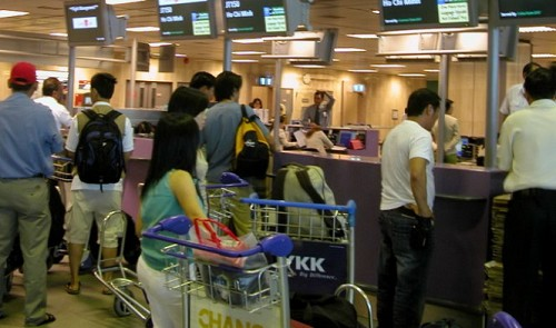 Local carriers cry for help as Singapore keeps denying entry to Vietnamese women