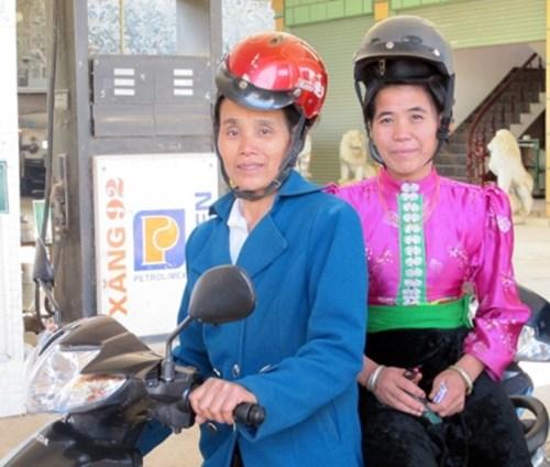 Vietnam debates design of helmets for ethnic women with high buns