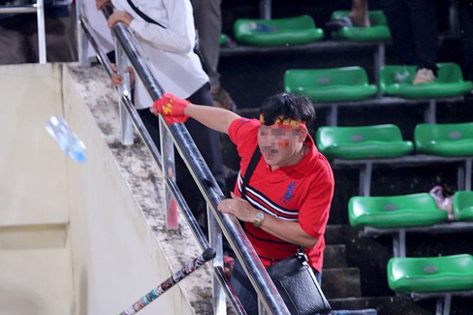 Fans get into brawl as Thailand rout Vietnam 6-0 to win U19 title