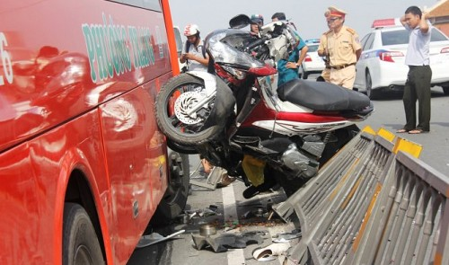 One dies in serious bus accident in Ho Chi Minh City