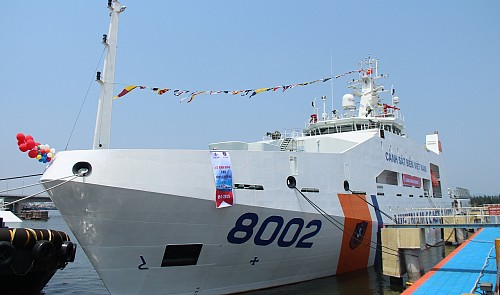 Vietnam law enforcers allowed to use weapons to drive away encroaching ships