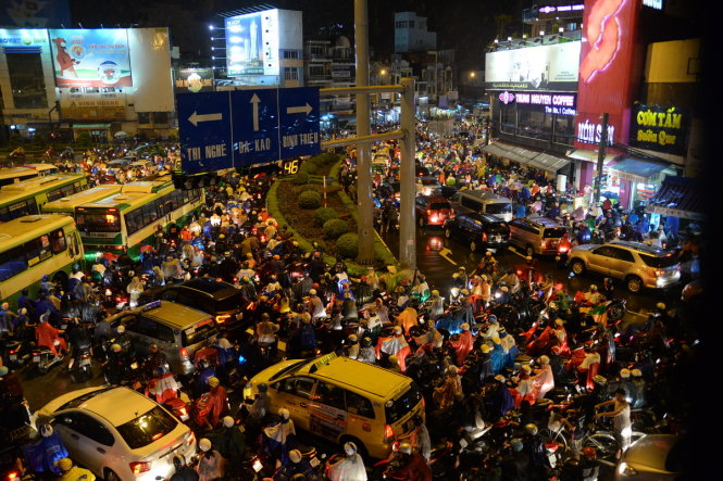 A serious traffic jam at the Hang Xanh Crossroads in Binh Thanh District.