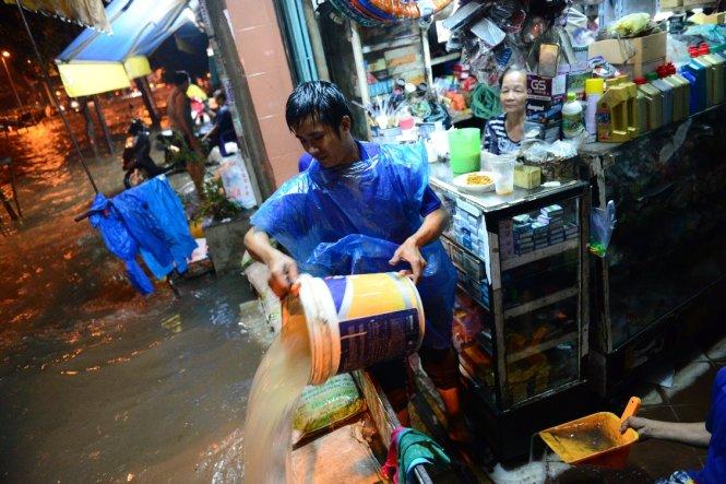 On Kinh Duong Vuong Street, District 6