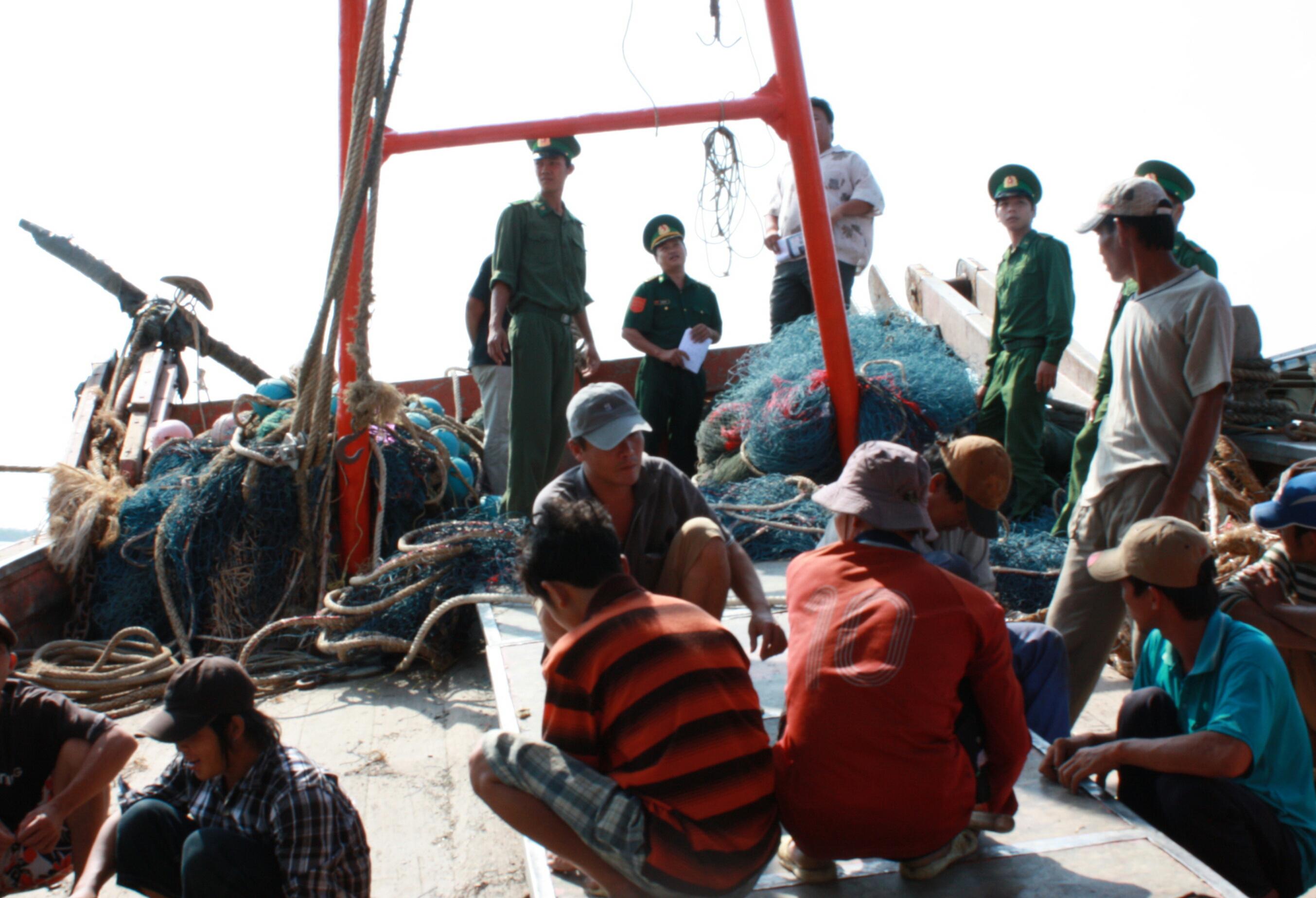 Shooting at Vietnamese fishermen act of violating international law: experts