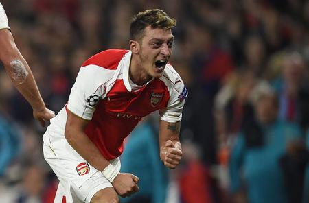 Arsenal revive Champions League hopes, Chelsea held