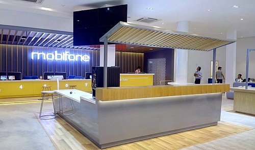 Vietnam's MobiFone enters retail market with first gadget store