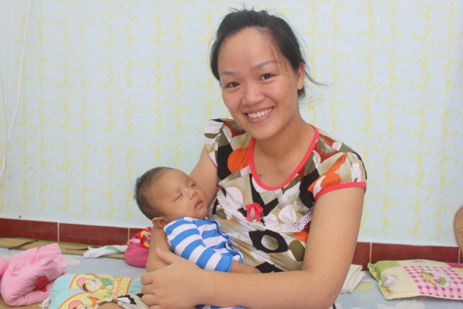 Vietnam mother gives her all to help baby survive, combat disabilities