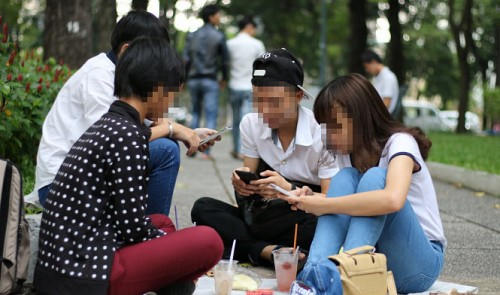 Vietnamese youth 'addicted' to Facebook