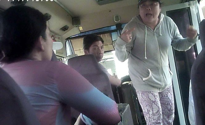 Passengers cheated, robbed on illegal buses in Vietnam by vehicle owners, drivers