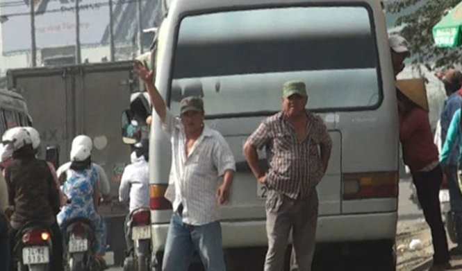 Thugs disguised as bus drivers rob Vietnamese passengers for years in broad daylight