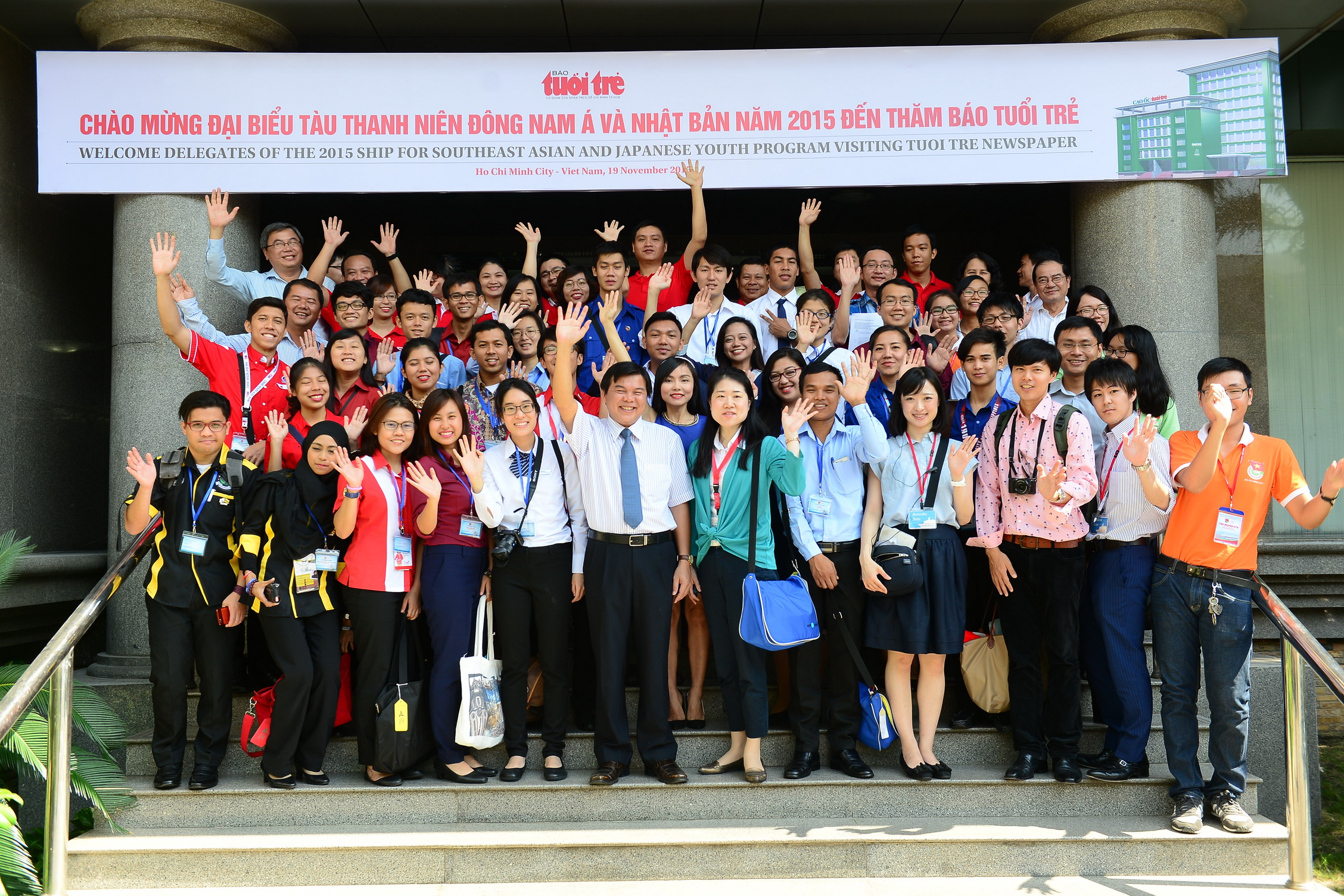 Southeast Asian youths tour Tuoi Tre office during Ho Chi Minh City trip