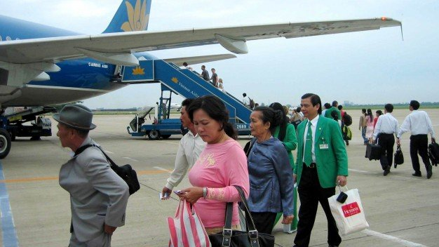 Vietnam's airport operator to sell 77.8 million shares in IPO in December