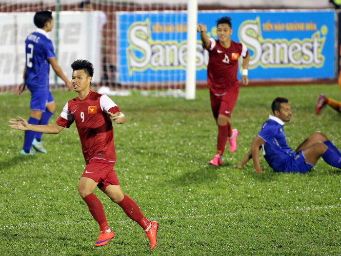 Two Vietnamese teams to face off in int'l football tournament semis