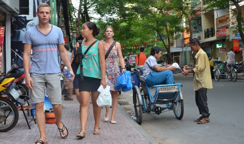 Street guards found spying for pickpockets targeting foreigners in HCMC