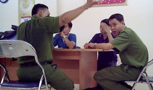 Vietnam firefighting police caught demanding bribes in exchange for corporate fire safety document