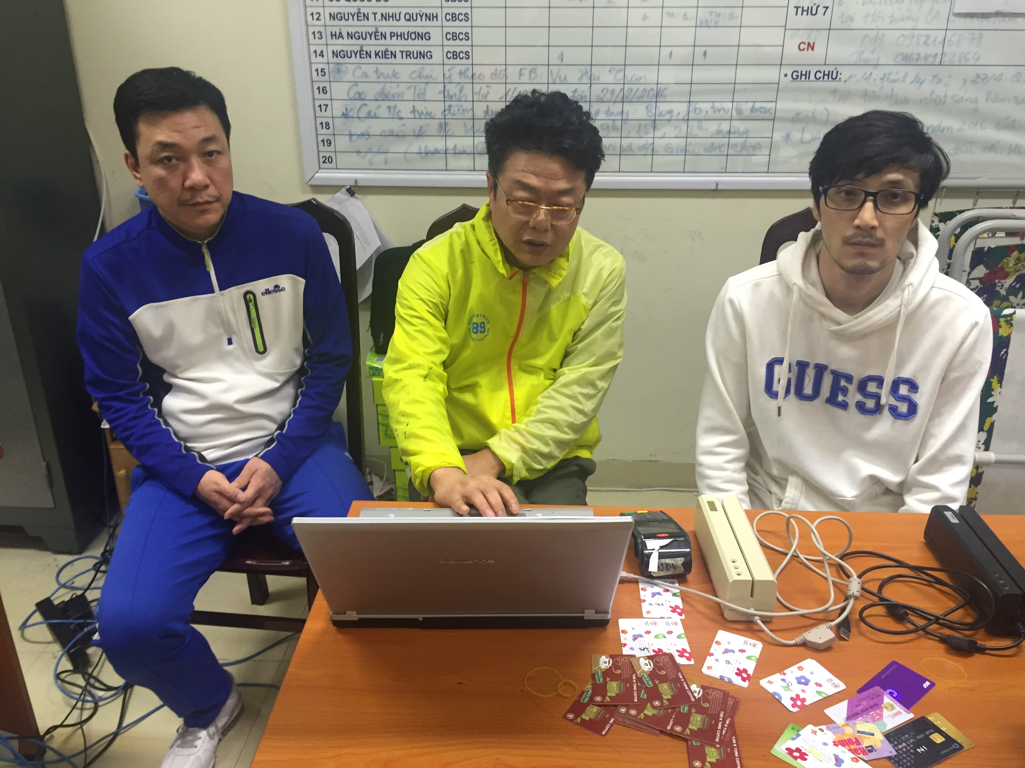 Koreans captured for using fake credit cards to steal money in Vietnam