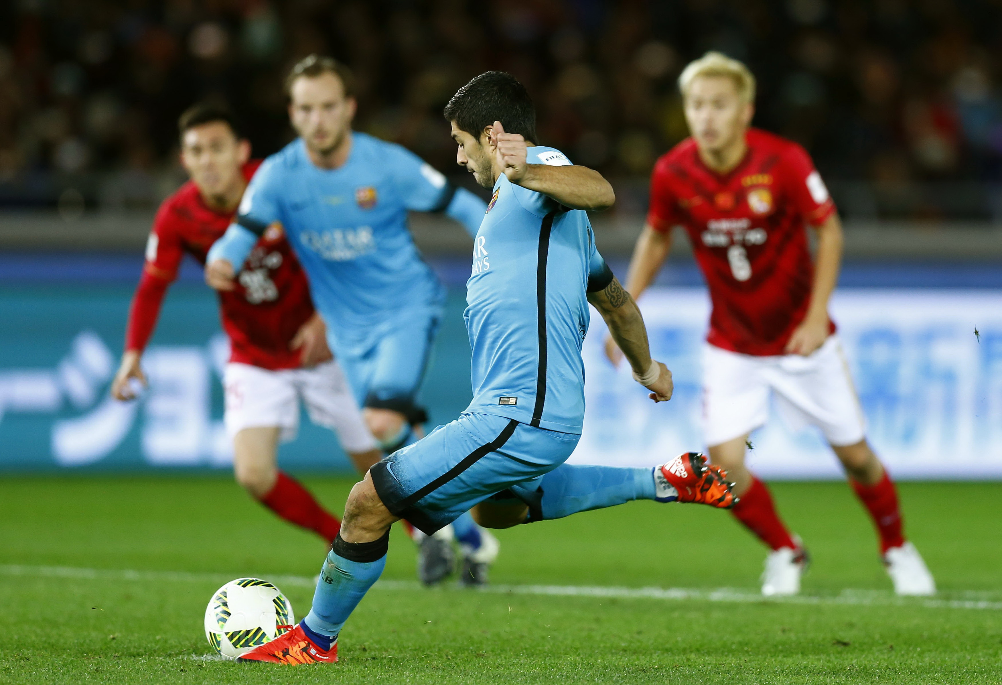 Suarez scores hat-trick as Barcelona stroll into final