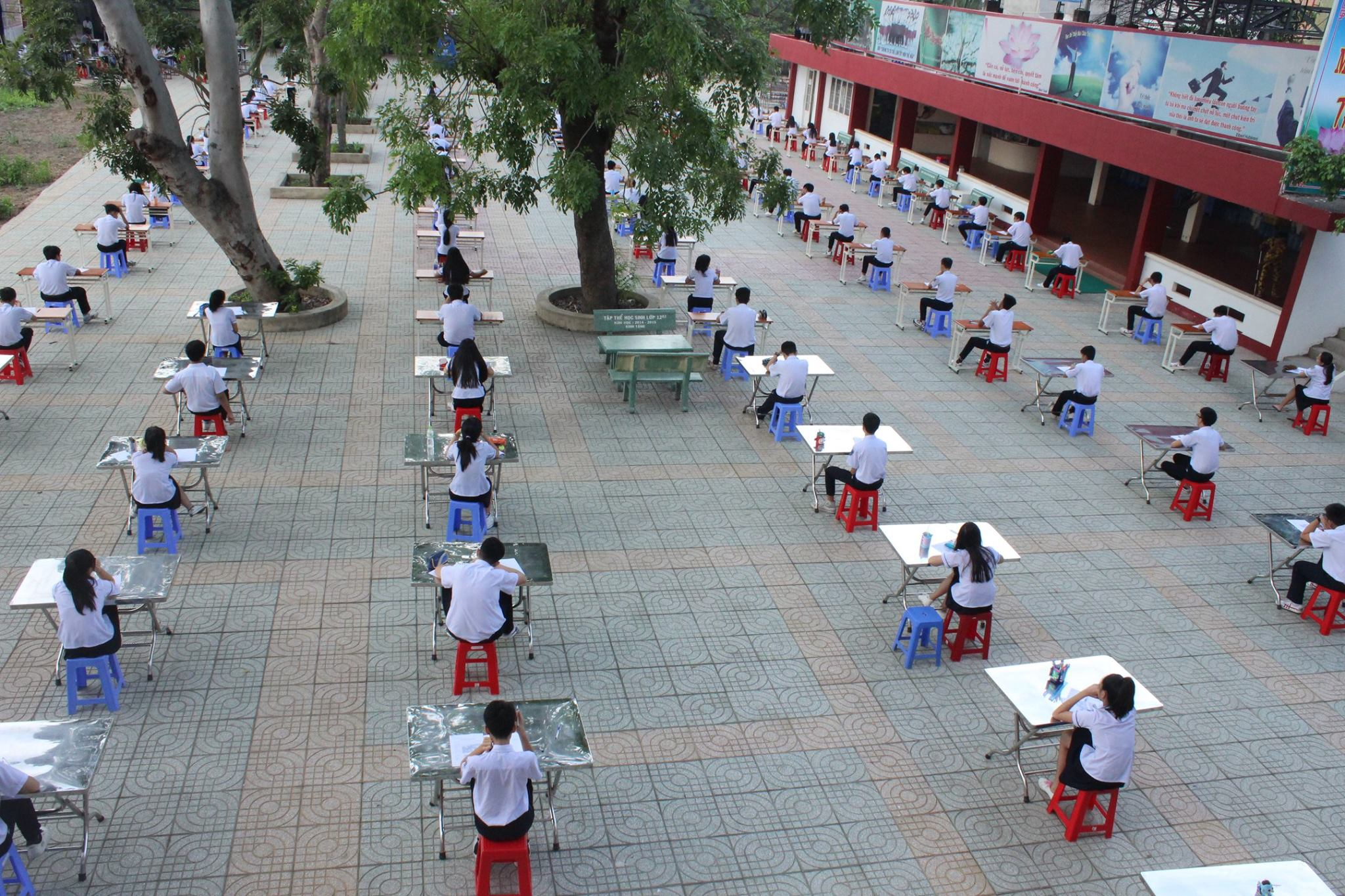 Ho Chi Minh City school holds outdoor test to train students for honesty