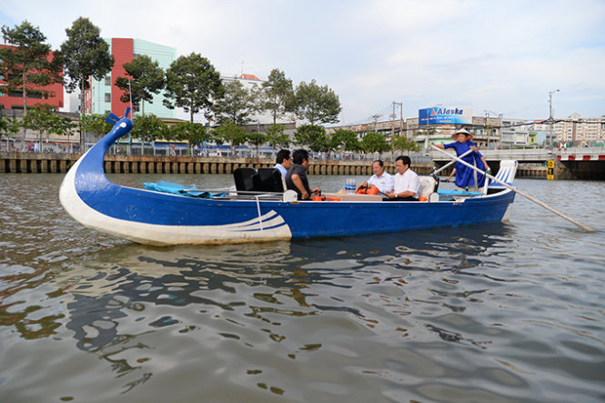 Restroom shortage prevents Saigon canal boat tour from running in full swing