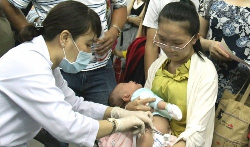 Hanoi in desperate shortage of 5-in-1 Pentaxim vaccine