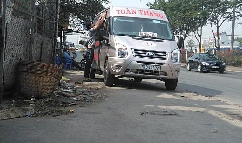 Fake bus operators trick, overcharge, threaten passengers in southern Vietnam