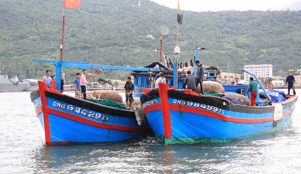 Chinese vessel sinks Vietnamese fishing boat in Vietnam's waters