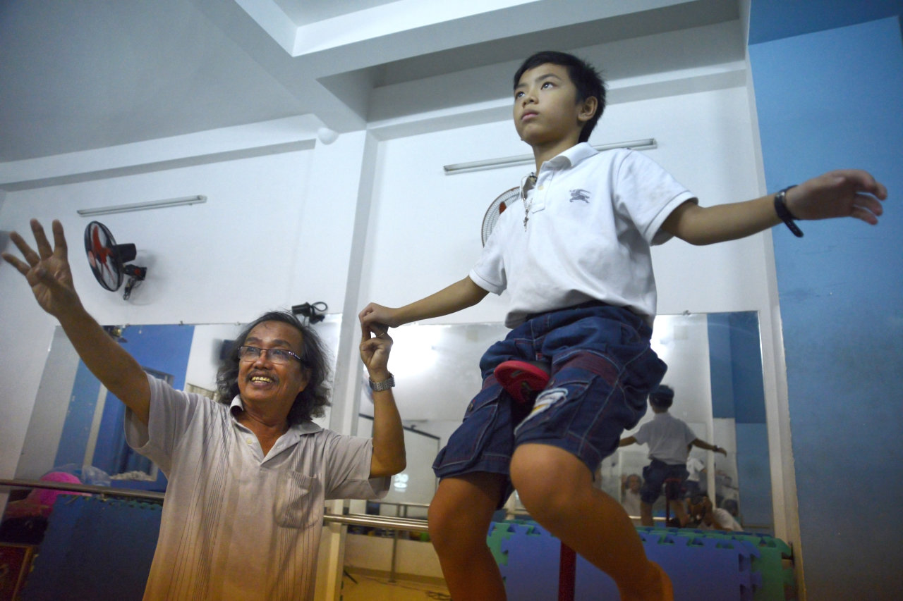 Old Vietnamese circus performer has 300 adoptees