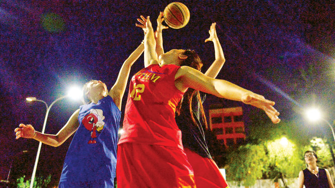 Playing sports at night in Ho Chi Minh City
