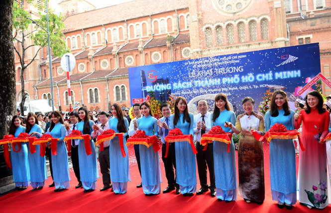 It's showtime for Ho Chi Minh City Book Street