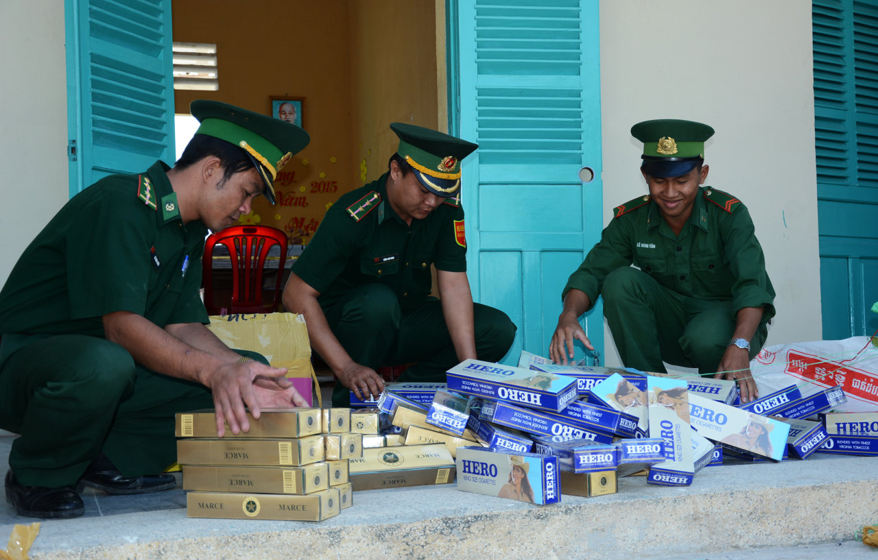Smuggled cigarettes pour into Vietnam from Cambodia ahead of Lunar New Year holiday