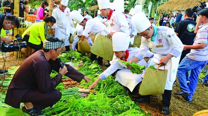 Vietnamese gastronomy needs more promotion, star chefs: pundits