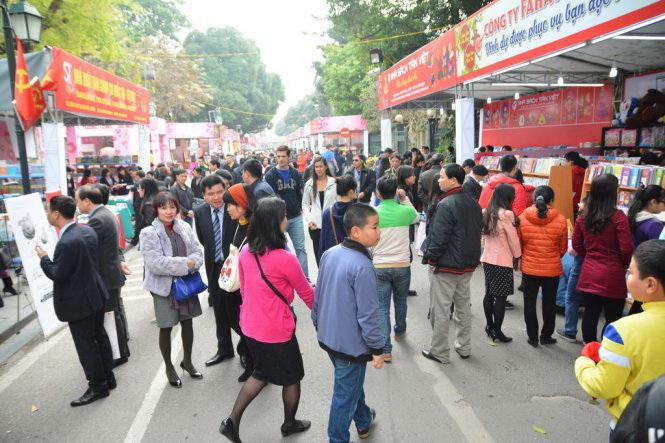 Hanoi spring book street generates over $178,000 in book selling revenue
