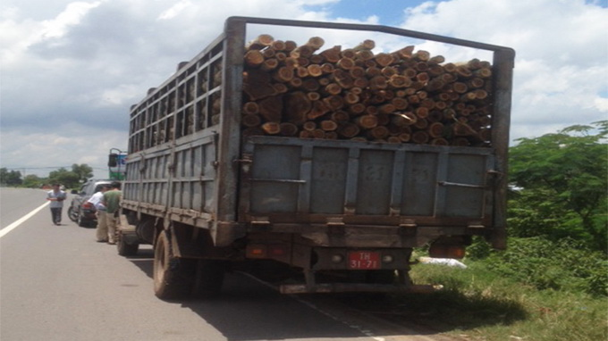 Trailer trucks using fake military license plates confiscated in southern Vietnam