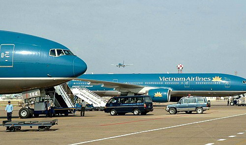 Vietnam Airlines shakes hands with local bank to form new carrier