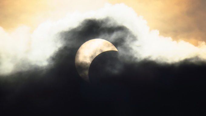 Partial solar eclipse observed in Ho Chi Minh City