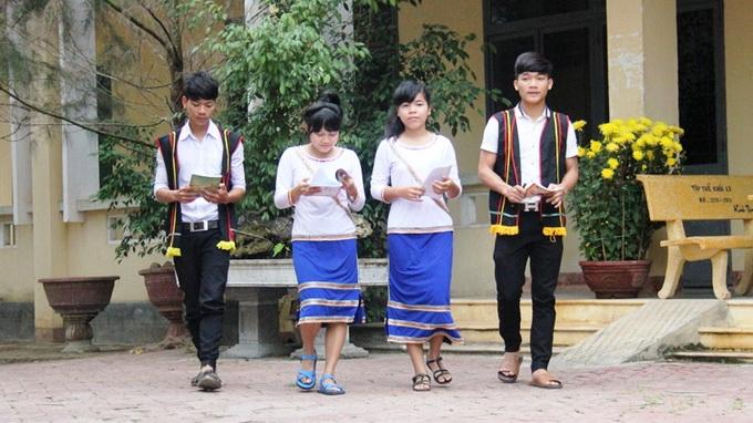 Ethnic costume turns high school uniform in central Vietnam