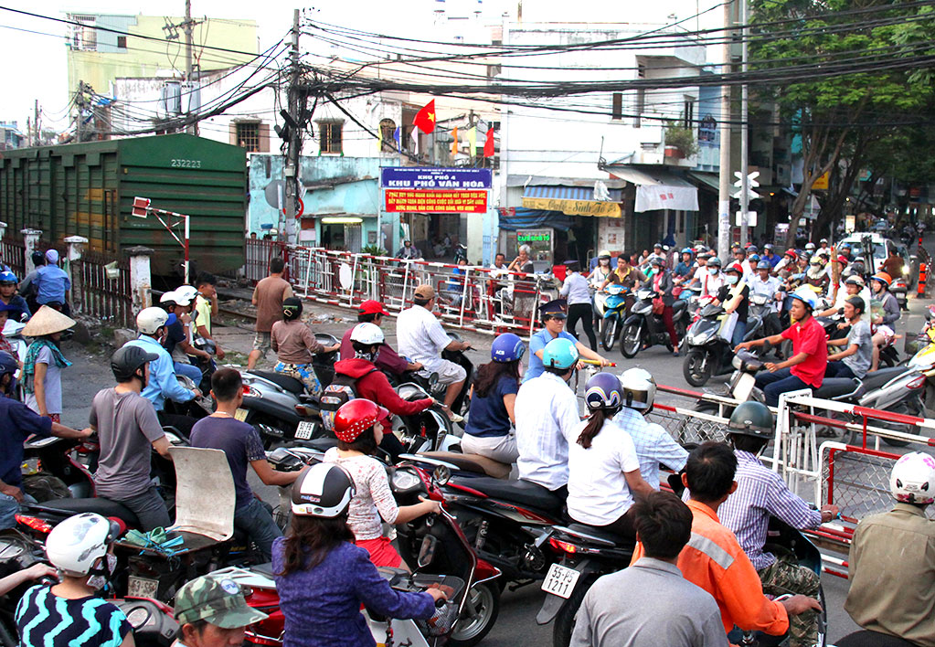 Vietnamese expert opposes relocation of Saigon train station after bridge collapse