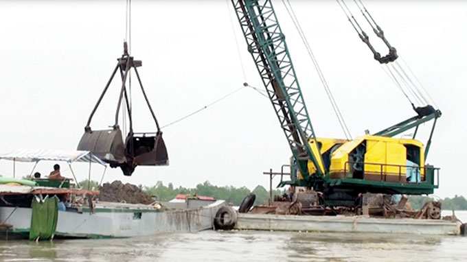 Sand mining meets with public outrage in Vietnam's Mekong Delta