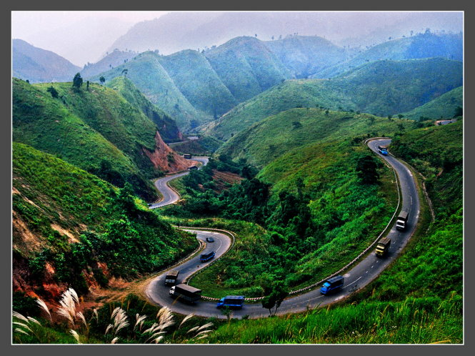 Phuong Hoang Pass lies on National Highway 26, which connects Khanh Hoa Province with Dak Lak Province.