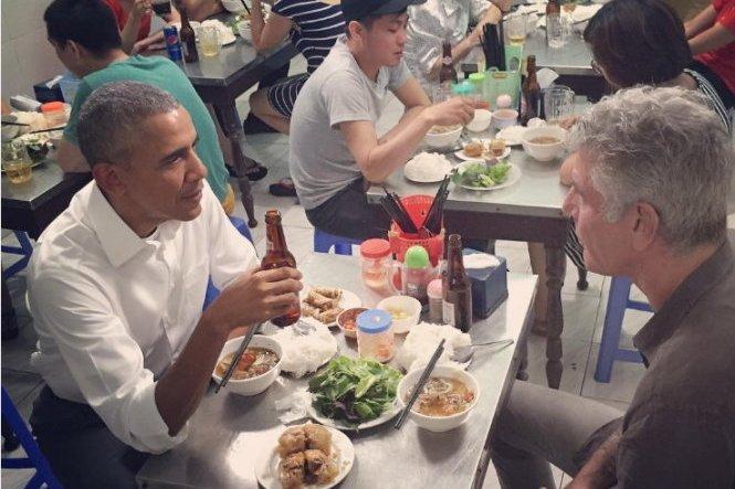 Obama eats 'bun cha' on first night in Hanoi