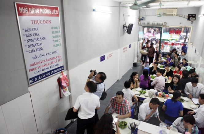 The crowded scene on May 24 inside the Lien Huong 'bun cha' outlet in Hanoi where U.S. President Barack Obama came for dinner on his first night in the Vietnamese capital, May 23, 2016