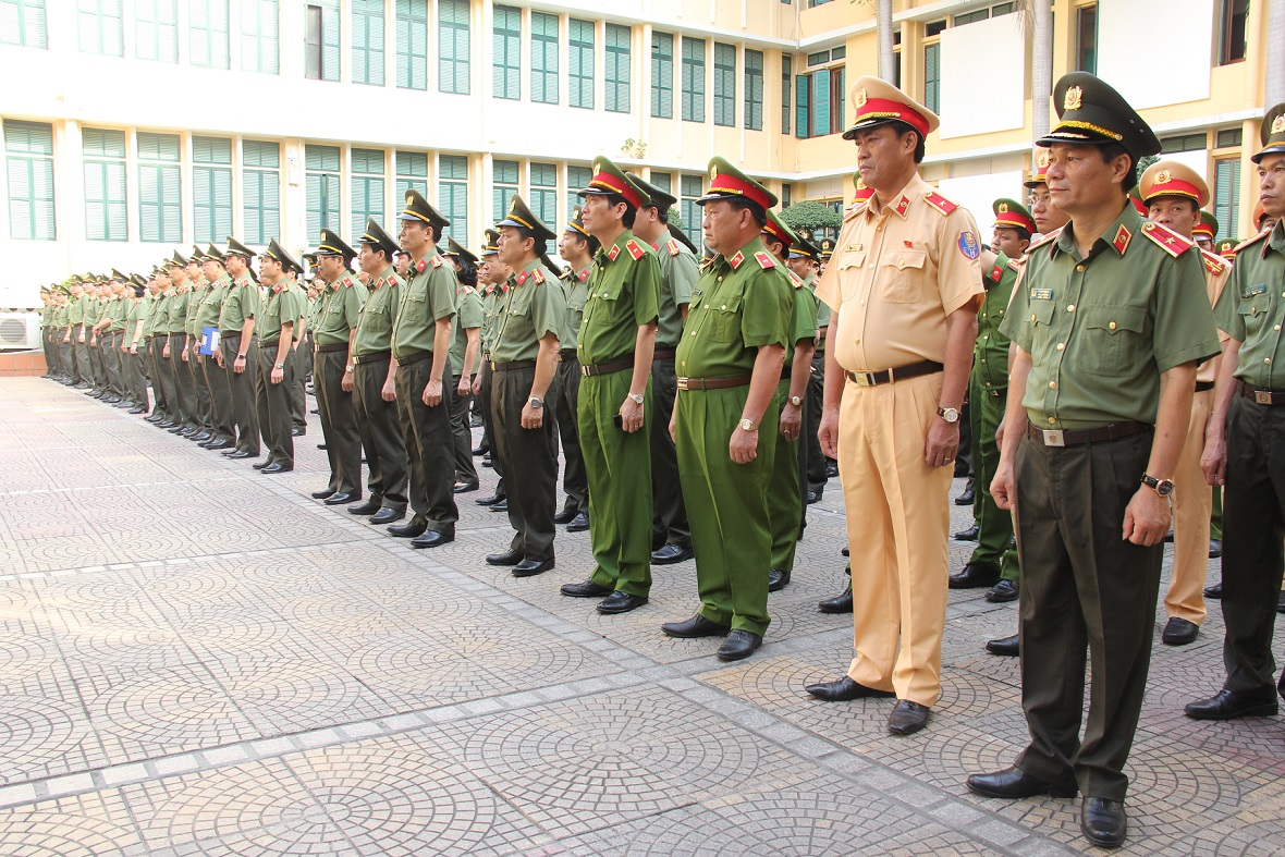 Vietnam police change uniforms after 18 years