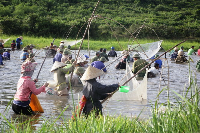 While many chose fishing coops to catch fish, other utilized lift nets.