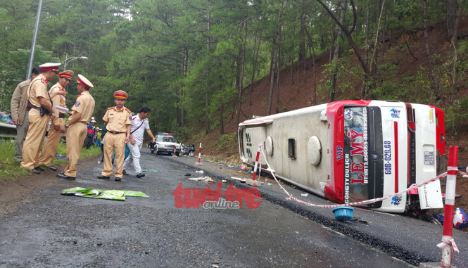 7 dead in head-on bus crash on mountain pass near Da Lat