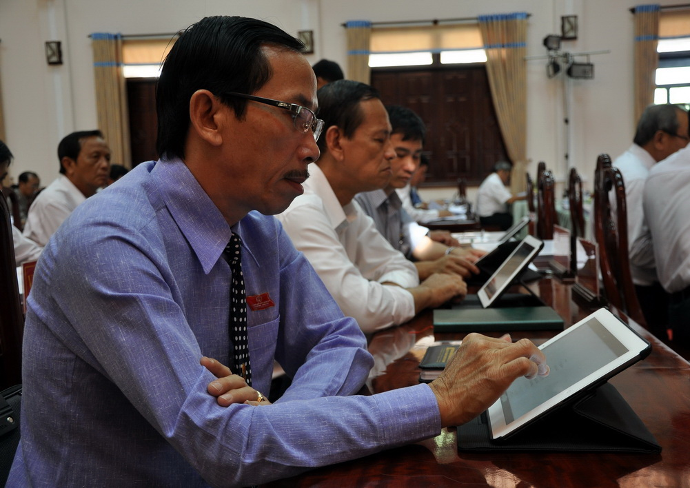 Ho Chi Minh City administration begins transition into paperless era