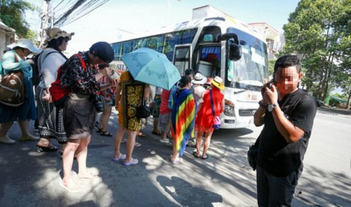 Vietnam province acts against illegal Chinese tour guides