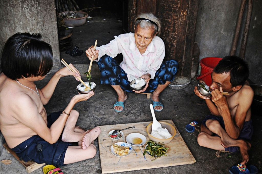 Tran Thi Dang and her two sons gather around for a simple meal.
