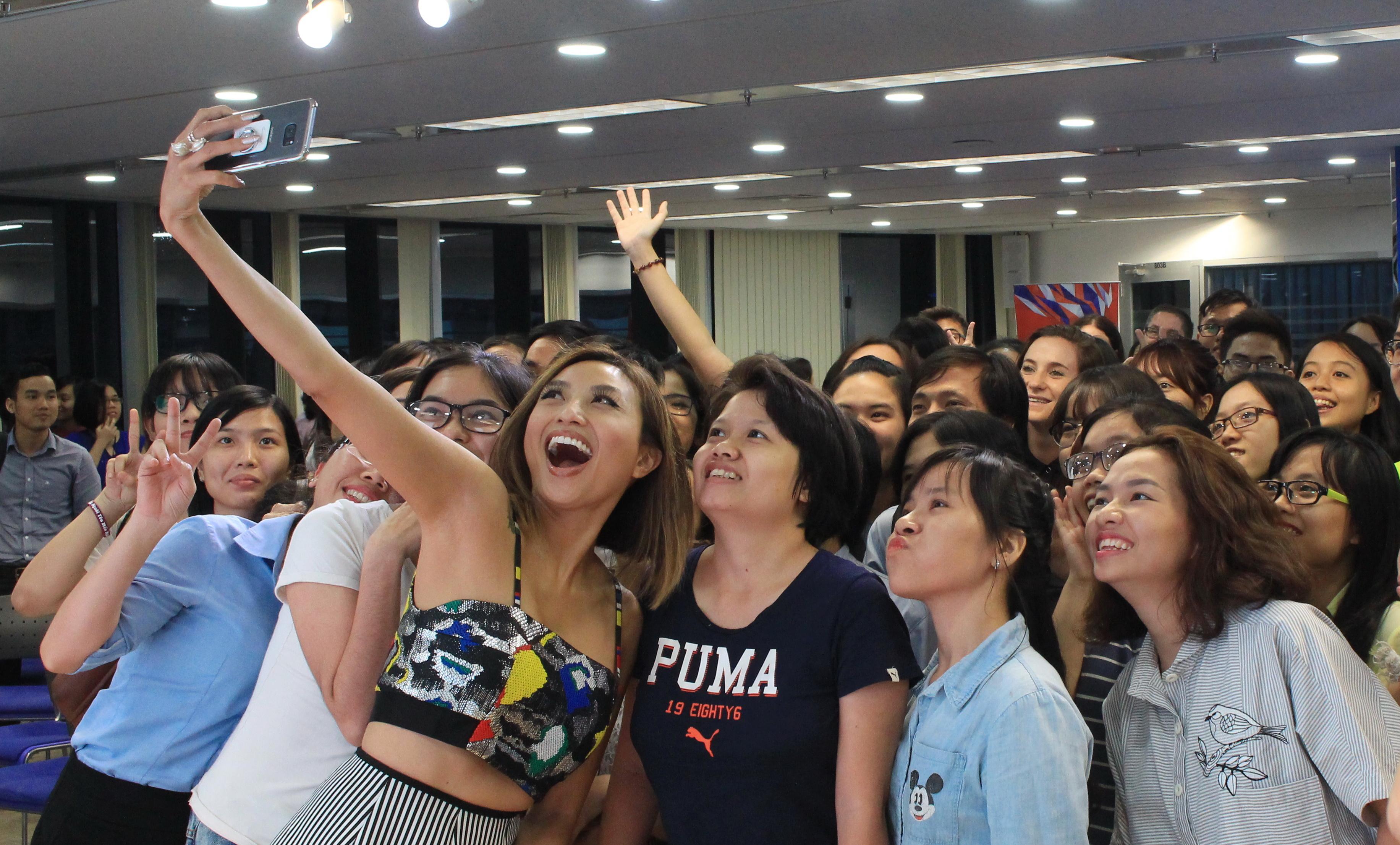 Vietnamese American TV host inspires young Vietnamese