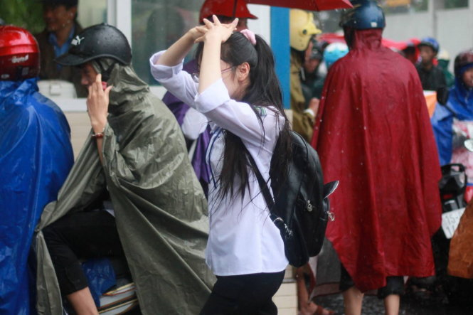 More bad weather expected in Vietnamese southern waters; rain continues in north