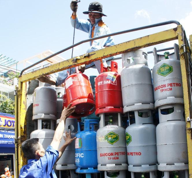 Small Vietnamese gas distributors decry rule favoring big players